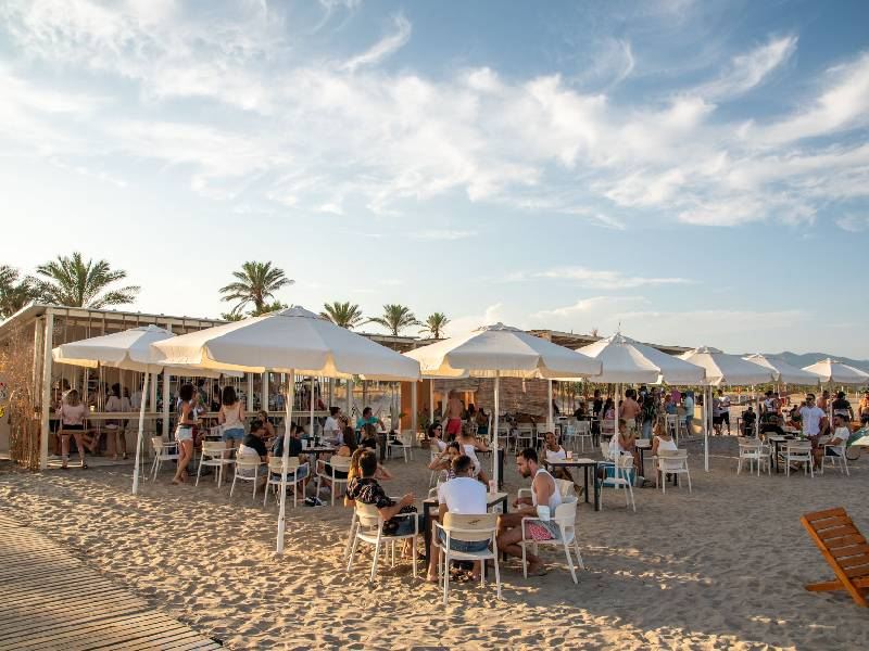 Playa, fiesta y música en DHARMA