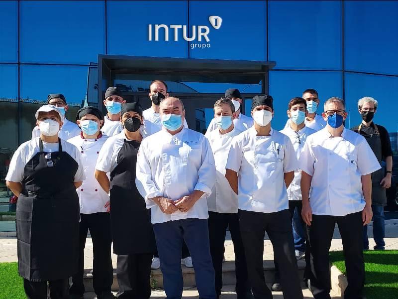 Intur Restauración Colectiva lleva a su equipo de cocina a la excelencia con la formación del chef estrella Michelín, Miguel Barrera