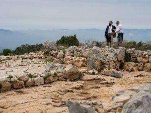 José Martí resalta los hallazgos históricos obtenidos en el yacimiento arqueológico de Tossal de la Vila en Serra d'en Galceran