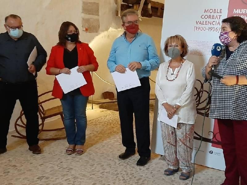 La Casa Señorial de les Coves de Vinromà alberga una exposición dedicada al mueble curvado valenciano