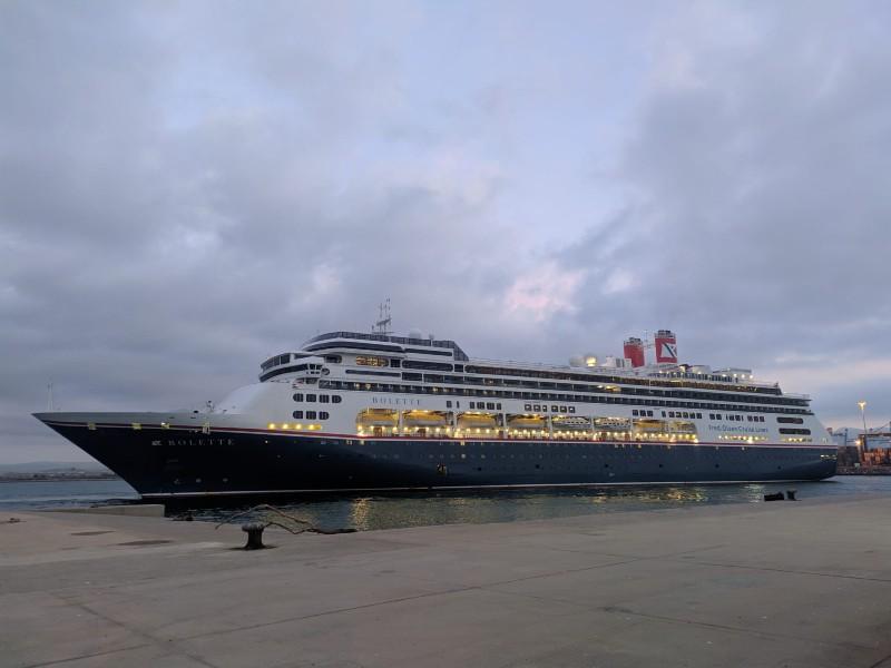 El crucero de lujo 'Bolette' atraca en el Puerto de Castellón tras la pandemia