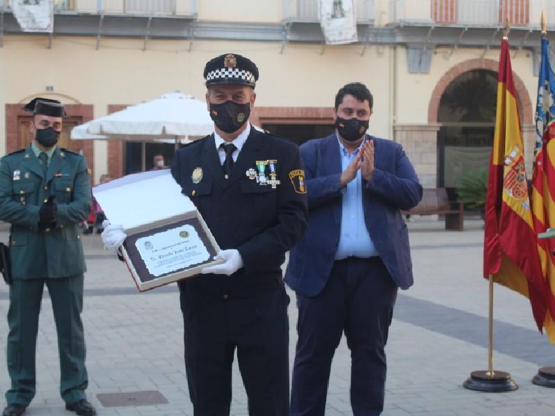 Nules celebra San Miguel, patrón de la Policía Local, con un homenaje al agente Vedrí