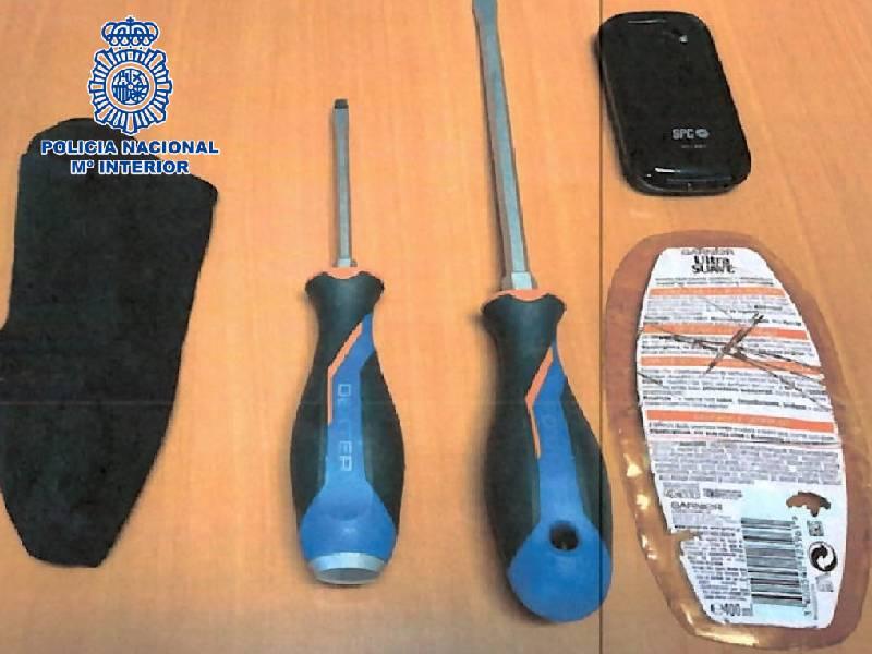 Uno de los detenidos estaba buscado por robo con fuerza en las cosas por la Comisaría Provincial de Castellón
