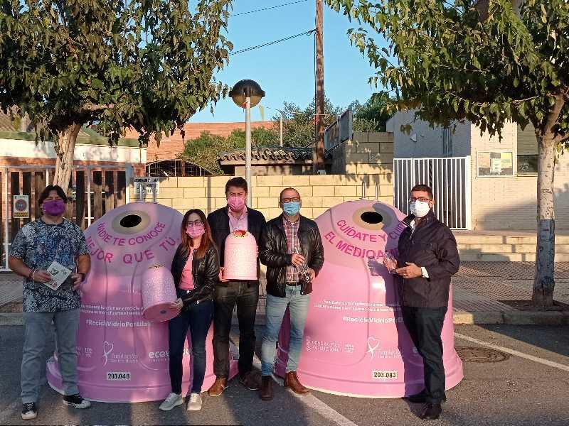 Ecovidrio y el Ayuntamiento presentan la campaña 'Recicla para ellas' con motivo del Día Internacional contra el cáncer de mama